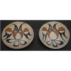 TWO ACOMA PLATES (CHINO)