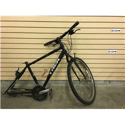 BLACK TREK MOUNTAIN BIKE, MISSING REAR WHEEL
