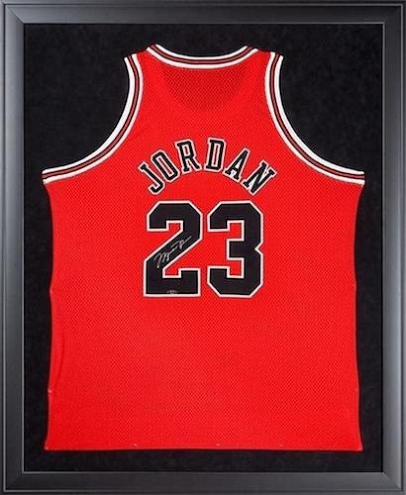 reputable site c3eb2 3b3f0 Michael Jordan Signed Bulls 32
