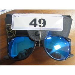 AUTHENTIC PAIR OF RAY BAN SUNGLASSES & CASE
