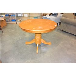 ROUND OAK DINING TABLE WITH 4 PRESSBACK CHAIRS AND LEAF