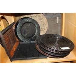 LOT OF WOOD AND WICKER TRAYS