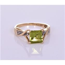 10kt yellow gold ring with peridot. Ring Size