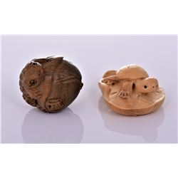 Two Wood Netsukes of A Frog And Turtle.
