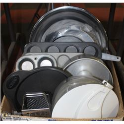 LARGE BOX W/STAINLESS STEEL BOWLS,