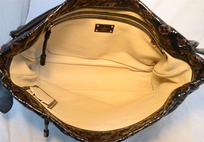 c92adf173d ... Image 2   Louis Vuitton Patent Leather Embossed Logo XL Messenger Bag-RARE  ...