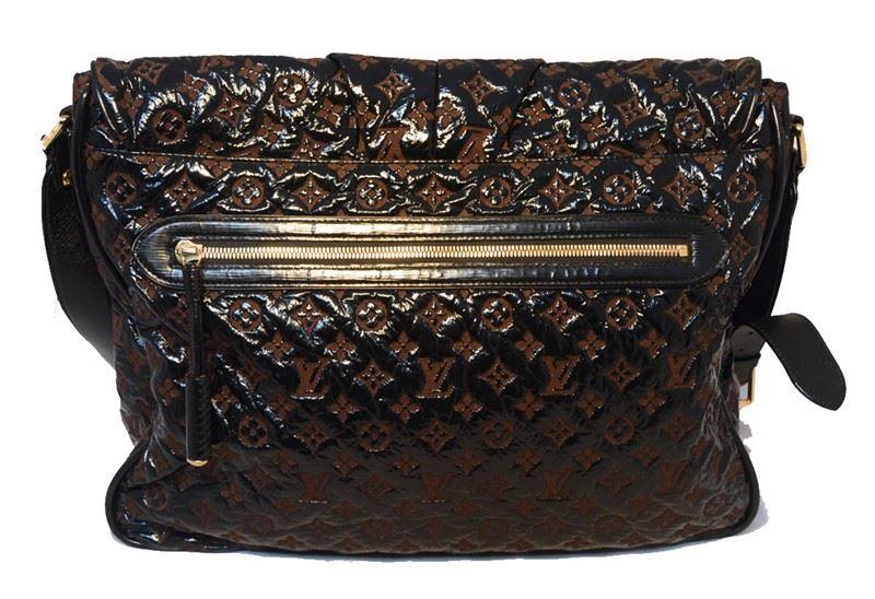 e53a5febd7 ... Image 5   Louis Vuitton Patent Leather Embossed Logo XL Messenger Bag-RARE  ...