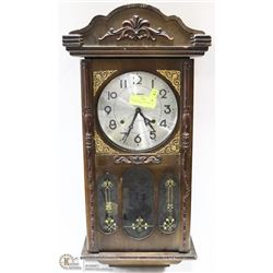 WORKING BRENTWOOD WIND UP CLOCK WITH KEY.