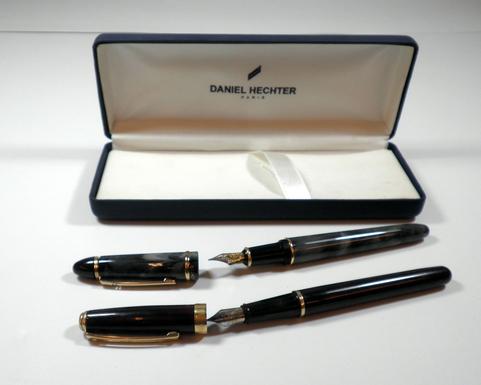 Lot of 2 fountain pens: Daniel Hechter and Sheaffer's