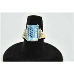 18PRS-8 TOPAZ & DIAMOND RINGOne laser cut blue topaz set in a classic  design yellow gold ring with