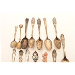 17FF-5 GOOD LOT OF SOUVENIERLot of vintage spoons, including many old  commemoratives, etc.       Es
