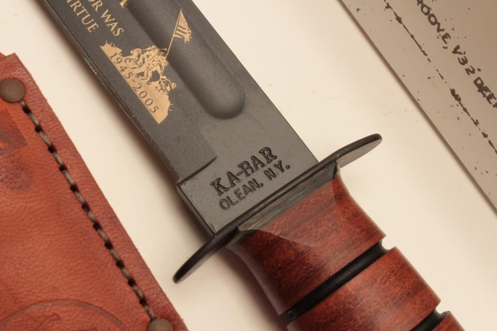 18AG-2 KABAR FIGHTING KNIFEU S M C  KA-BAR Fighting Knife, new in the box  with leather scabbard  T