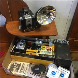 LOT178: Vintage Camera's & Accessories