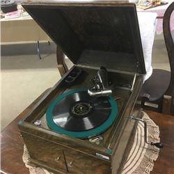 LOT267: Victor Talking Machine Gramophone