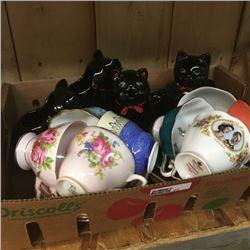 LOT352: Tray Lot: Kittens & Cups