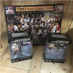 LOT386: Hockey Combo: McFarlane Action Figures (2), Canadian Olympic Woman's Team Picture
