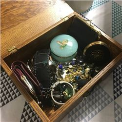 LOT428B: Jewellery Boxes w/Contents !! (CHOICE of 3)
