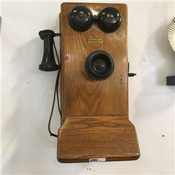 LOT465: Wood Box Phone
