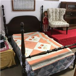 LOT477: 4 Post Bed w/Quilt (One Bed Rail)