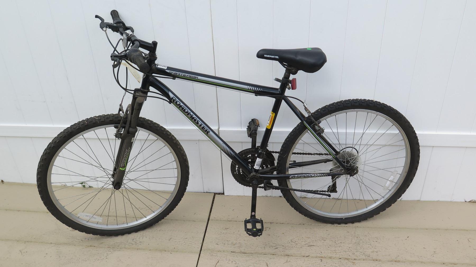d6b74209c73 ... Image 18 : Roadmaster Granite Peak Men's 18 Speed Torque Drive Black  Gray Mountain Bike ...