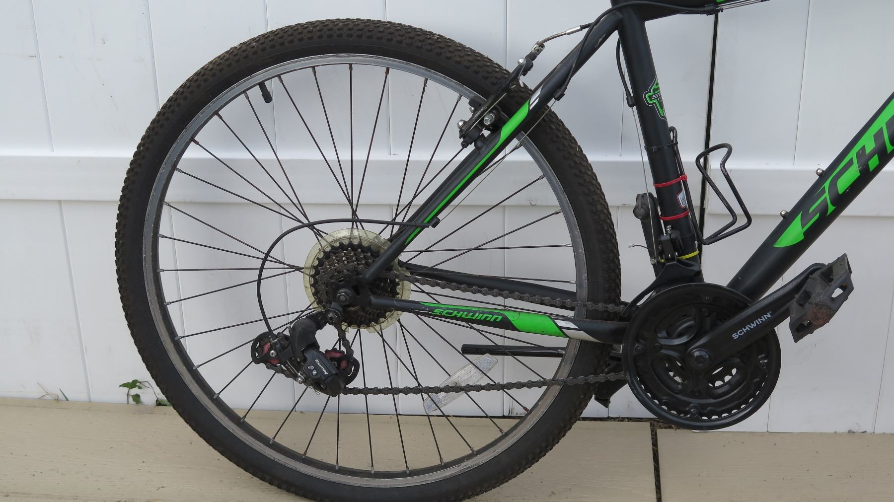 e55fd4a5fe2 ... Image 3 : Schwinn Sidewinder 2G Men's Shimano Equipped Black Green Mountain  Bike ...