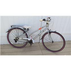 Huffy Norwood 700C Women's Silver Pink Cruiser Bike w/ Carrier