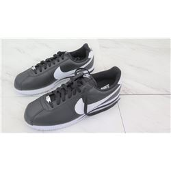 Nike Men's Size 10 Athletic Shoes - Black & White