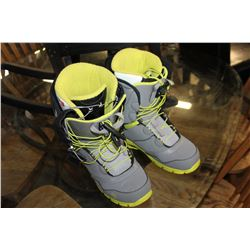 MENS SIZE 12 NORTHWAVE SNOWBOARD BOOTS