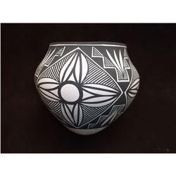 Black on white Acoma Pot- C. 1980- Mountain Feather, Rosette Motiff- Maker Nerissa Victorino
