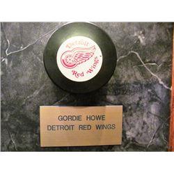 SIGNED LEGENDS OF NHL HOCKEY PUCKS  5 PUCKS SOLD TOGETHER INCLUDING GORDIE HOWE