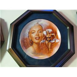 2 FRAMED COLLECTOR PLATES - MARILYN MONROE AND JOHN WAYNE