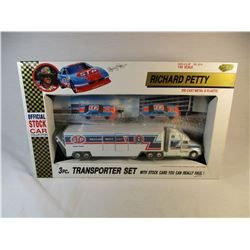 Richard Petty STP 1992 Die Cast Transporter Set