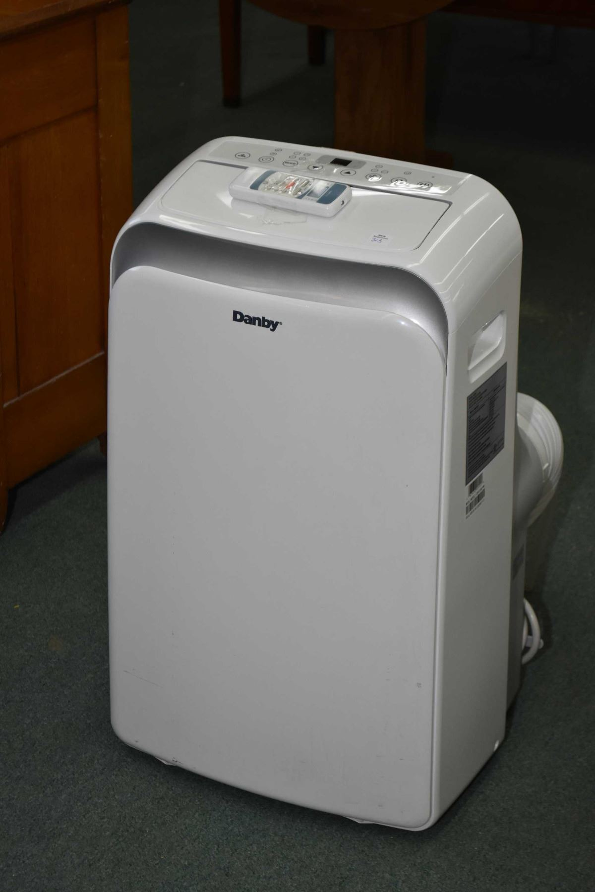 Danby portal air conditioning unit with remote, exhaust