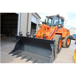 2009 DOOSAN DL200 WHEEL LOADER; VIN/SN:5231 - MP BUCKET, FORKS, ECAB W/ AC, 20.5R25 TIRES, 2,010 HOU