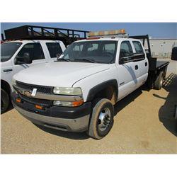 2001 CHEVROLET 3500 FLATBED TRUCK, VIN/SN:1GBBJ33U01F182703 - CREW CAB, V8 GAS ENGINE, A/T, 9' STEEL