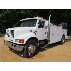 2001 INTERNATIONAL 4900 SERVICE TRUCK, VIN/SN:1HTSDADRX1M399954 - IHC DIESEL ENGINE, 8LL TRANS, EWI