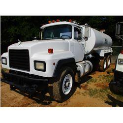 1998 MACK RD690S WATER TRUCK, VIN/SN:1M2P264C9WM025296 - T/A, 300HP MACK DIESEL ENGINE, 8LL TRANS, 3