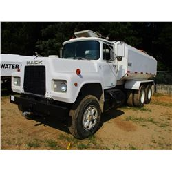 1987 MACK R686ST WATER TRUCK, VIN/SN:1M2N179Y7HA006805 - MACK DIESEL ENGINE, 6 SPEED TRANS, 44K REAR