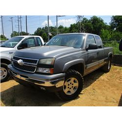 2006 CHEVROLET 1500 Z71, VIN/SN:1GCEK19B56Z172491 - GAS ENGINE, A/T, ODOMETER READING 182,284 MILES