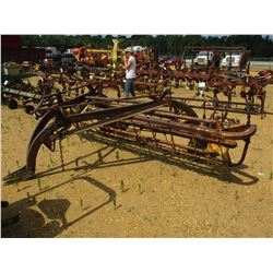 NEW HOLLAND 256 HAY RACK