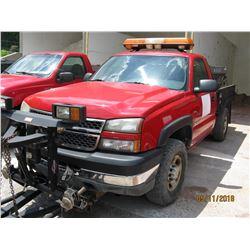 2005 CHEVROLET SILVERADO 2500HD PICKUP, VIN/SN:1GCHK24U55E334685 - 4X4, MANUAL TRANS, WARN FRONT BUM
