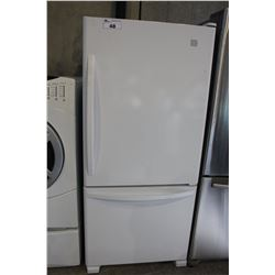 KENMORE WHITE FRIDGE WITH FREEZER ON BOTTOM