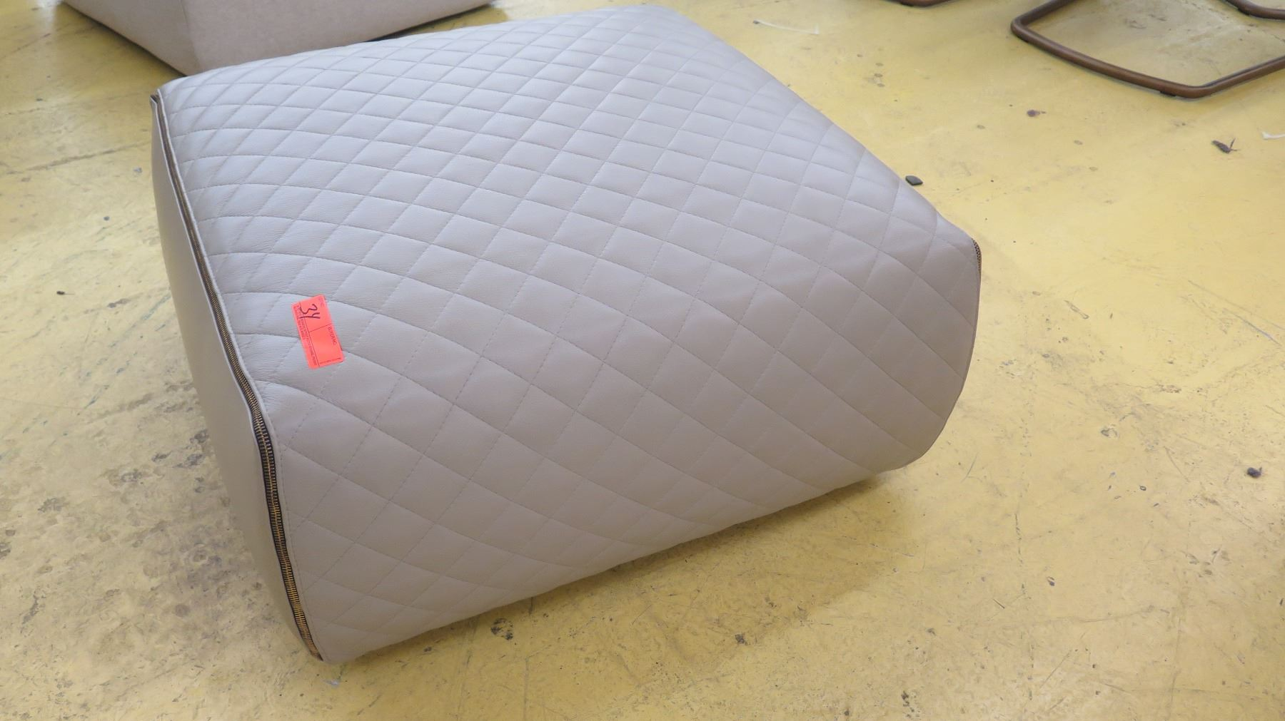 Quilted Leather Ottoman Lt Brown 29 X 29 145 H Oahu Auctions