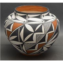 ACOMA POTTERY JAR (CONCHO)