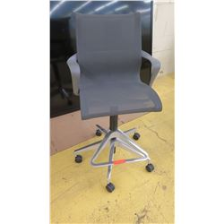 "Modern Dark Gray Mesh Swivel Office Chair, Seat 19"" Wide"