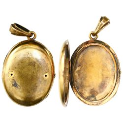 Gold oval locket from the General Abbatucci (1869), intact.