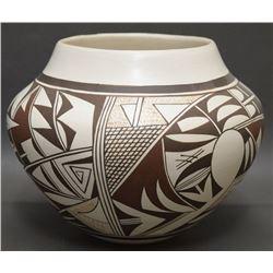 HOPI POTTERY JAR (NAVASIE)