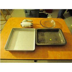 8 metal baking trays & hand mixer, 2 pyrex baking dishes