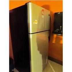 Frigidaire 17 cubic foot fridge