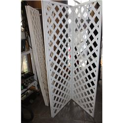 TWO FOLDING LATTICE WALLS